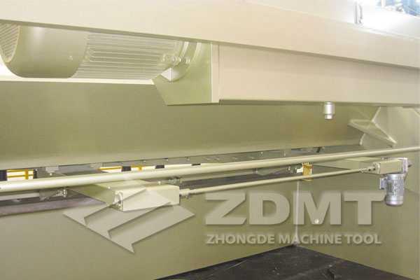 <b>ZDS-16X3200液压摆式剪板机</b>