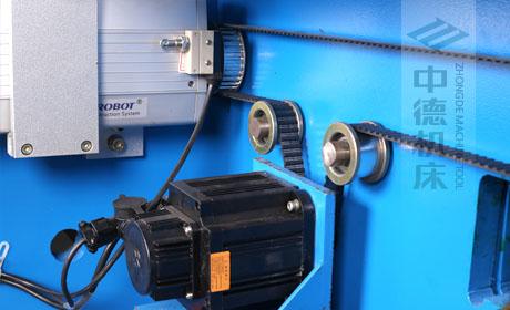 ZDPE.X轴采用伺服电机控制,钢丝同步带,控制精度高,定位快,噪音低.jpg