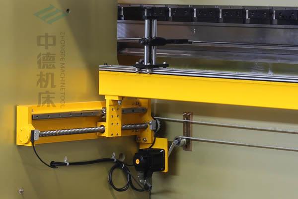 ZDP-12540X轴配有滚珠丝杆及直线导轨,伺服电机,钢丝同步带,能显著提升X轴定位精度及速度.jpg
