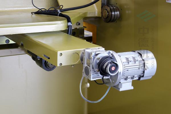 ZDG-632后挡料驱动结构,拥有强大扭矩.jpg