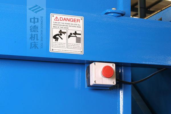 ZDSK-1632剪板机后部紧急停止按钮,最大程度保障工人安全.jpg