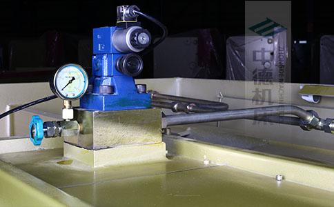 ZDS-840采用国内高品质液压阀,不漏油,无故障,能实时显示油压,并采用全金属高压管连接保证质量.jpg