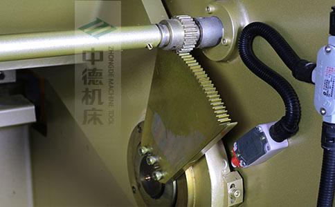 ZDS-840采用高精度刀片间隙调节齿轮,经过淬火高硬度又耐磨,表面镀锌不生锈,长年累月使用依然有很高的调节精度.jpg
