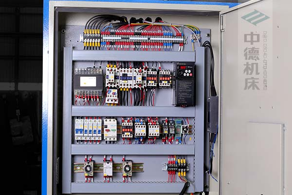 ZDS-1632采用正品电气元件,装有变频驱动,控制精确,稳定耐用寿命长.jpg