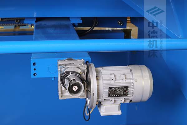 ZDS-2032后挡料AC电机与减速器一体,故障少,速度快.jpg