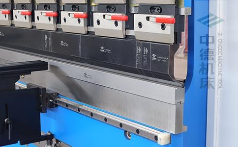 ZDPK-10025分段数控模具及高精度模具快夹,换模速度快5倍,加高型模托是门业制造专业配置.jpg