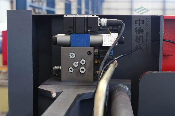 ZDPE10025采用进口液压系统,稳定无故障,耐高温高压,持久工作精度高.jpg