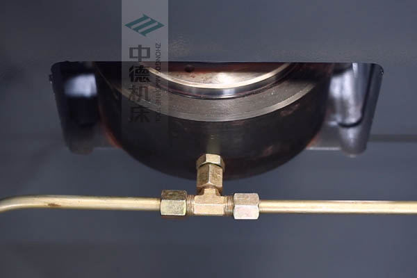 ZDPE10025高精度液压挠度补偿,高品质油缸,有效补偿中间位置角度偏差.jpg