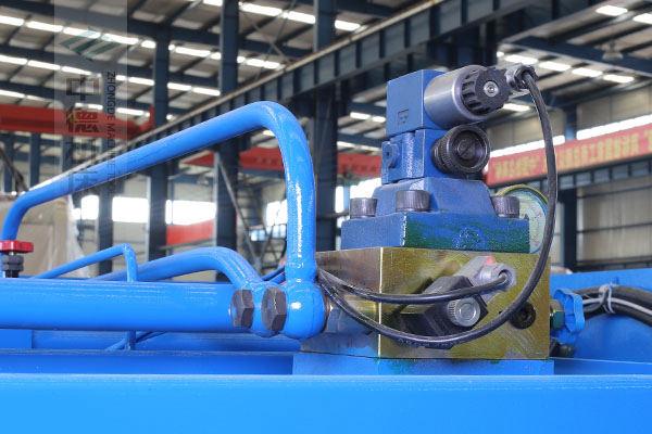 ZDS-632采用国内高品质液压阀,不漏油,无故障,能实时显示油压,并采用全金属高压管连接保证质量.jpg