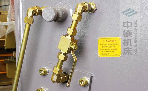 ZDS-632整机所有液压管线均采用卡套式接头,耐高压,更换便捷.jpg