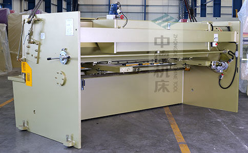 ZDS-1032剪板机背面展示.jpg